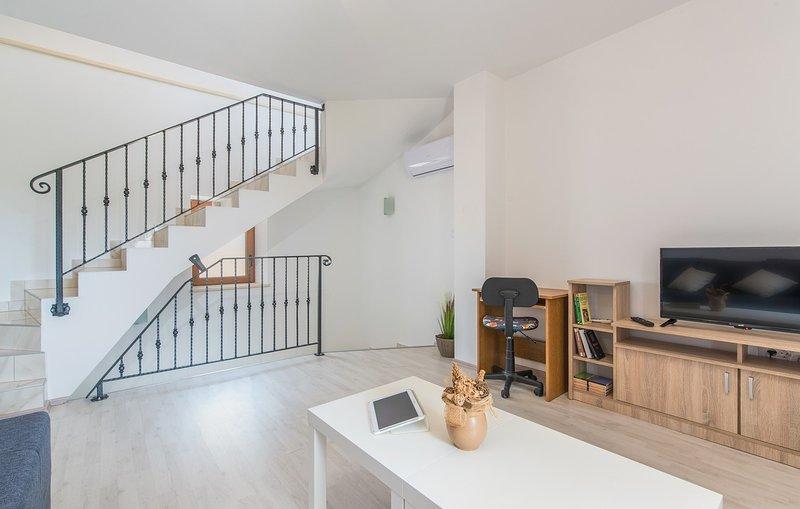 Flooring,Handrail,Banister,Indoors,Hardwood