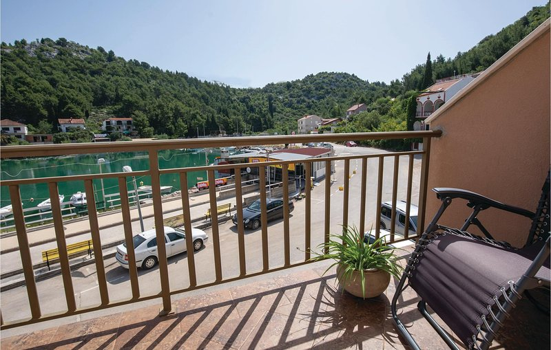 Amazing home in Blace with WiFi and 2 Bedrooms (CDR339), casa vacanza a Opuzen