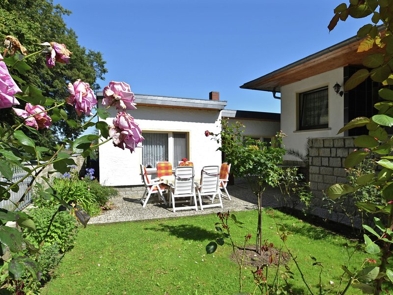 Bungalow with private terrace situated in a cul-de-sac in the beautiful Harz, holiday rental in Veltheim