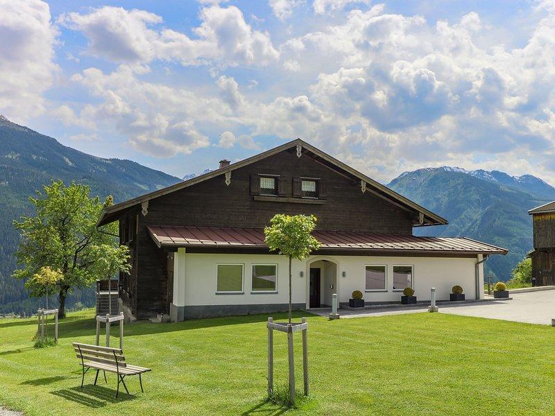 Rustic Mansion in Mittersill near Kirchberg Ski Area, location de vacances à Hollersbach im Pinzgau