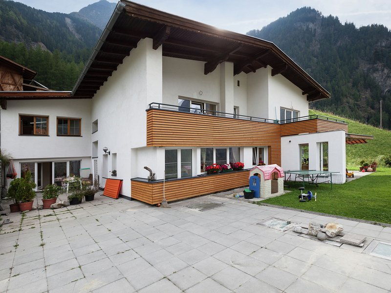 Spacious Apartment in Langenfeld Austria near Otz Valley Alps, holiday rental in Oberlangenfeld