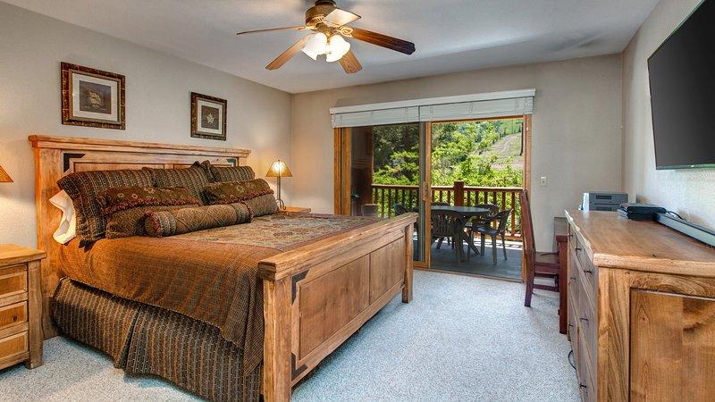 Ceiling Fan,Indoors,Furniture,Room,Bedroom