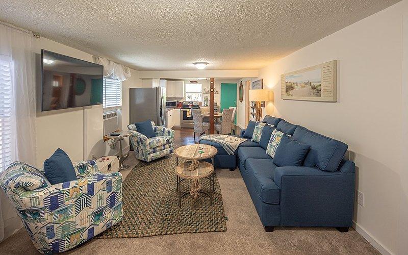 Sala de estar, dentro de casa, quarto, sofá, móveis