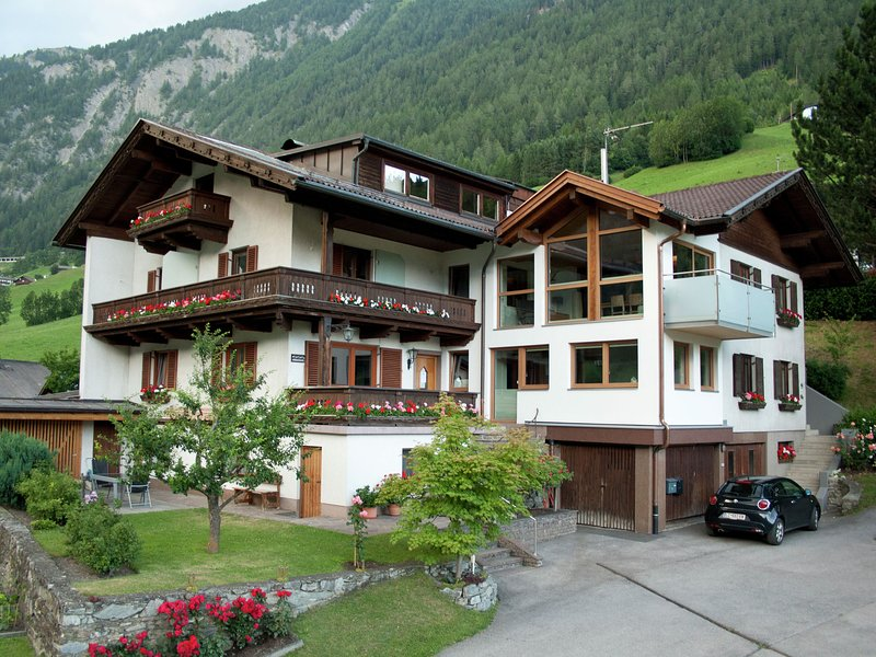 Well maintained apartment in a quiet location on the outskirts of Matrei, alquiler de vacaciones en Kals am Grossglockner