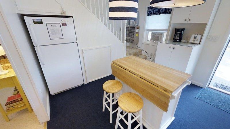 Furniture,Indoors,Table,Refrigerator,Room