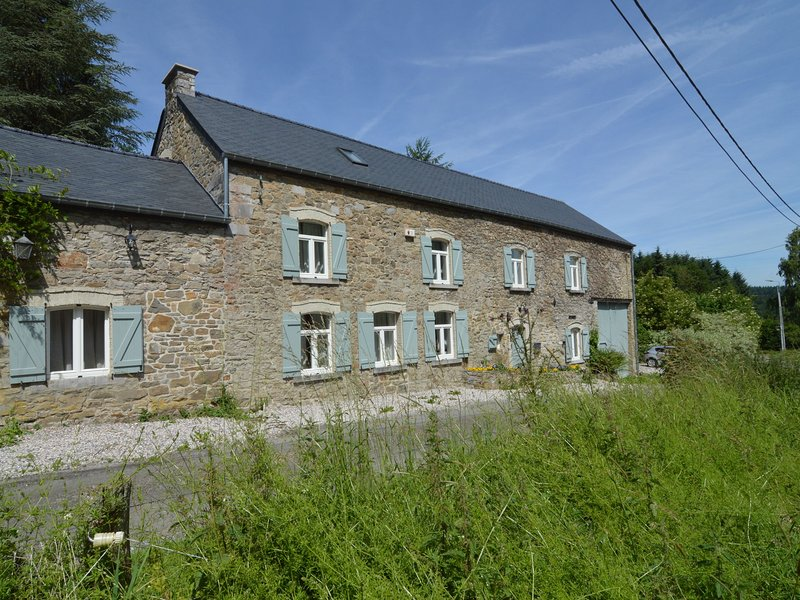Luxurious Farmhouse near Forest in Anhée, vacation rental in Maredret