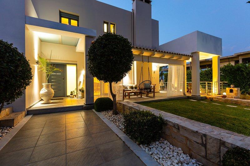 Villa Inn, Impeccable location!, vacation rental in Sfakaki