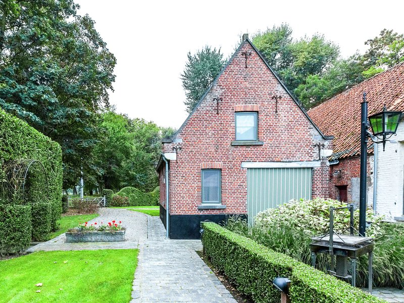 Cosy cottage in a quiet area close to Bruges, alquiler vacacional en Sijsele
