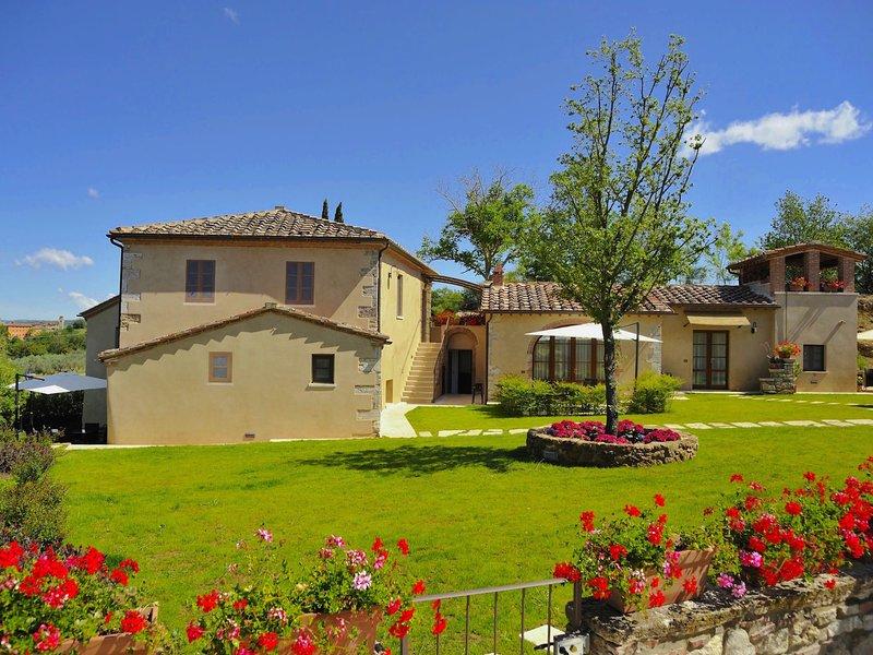 Gorgeous Mansion in Rapolano Terme with Swimming Pool, holiday rental in Rapolano Terme