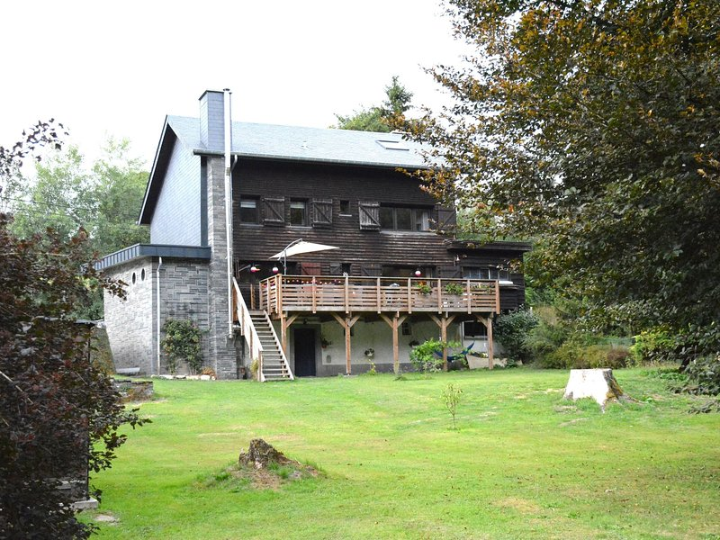 Chalet renovated with great care, large garden, direct access to the river, vacation rental in Bigonville