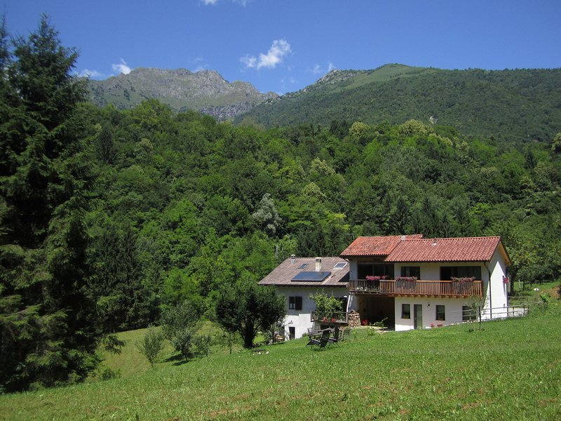 Sun-drenched holiday home, close to Feltre, in the Dolomites., casa vacanza a Pedavena