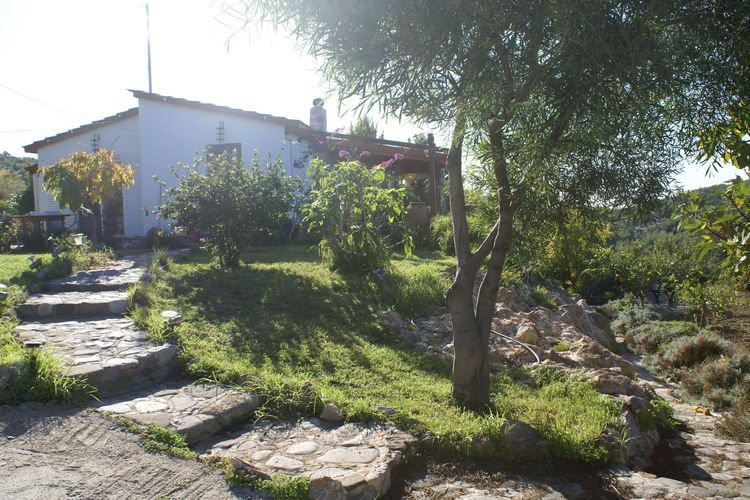 Charming holiday home, west coast of Rhodes in picturesque village of Kritinia, casa vacanza a Kamiros Scala