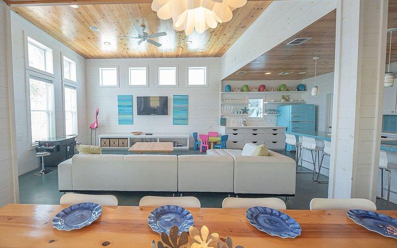 All'interno, camera, mobili, soggiorno, divano