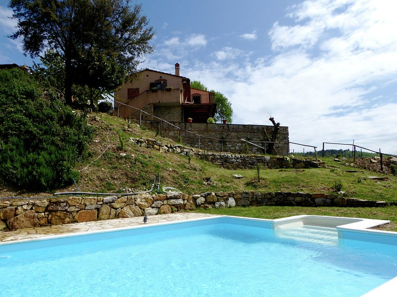 Lovely Holiday Home in Panzano with Swimming Pool, aluguéis de temporada em Panzano in Chianti