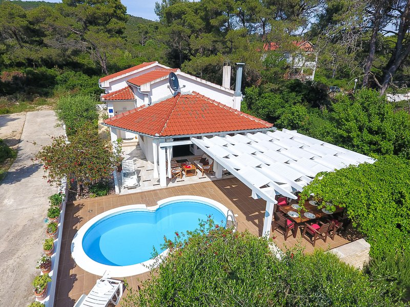 Spacious Holiday Home in Molat with Pool, casa vacanza a Silba