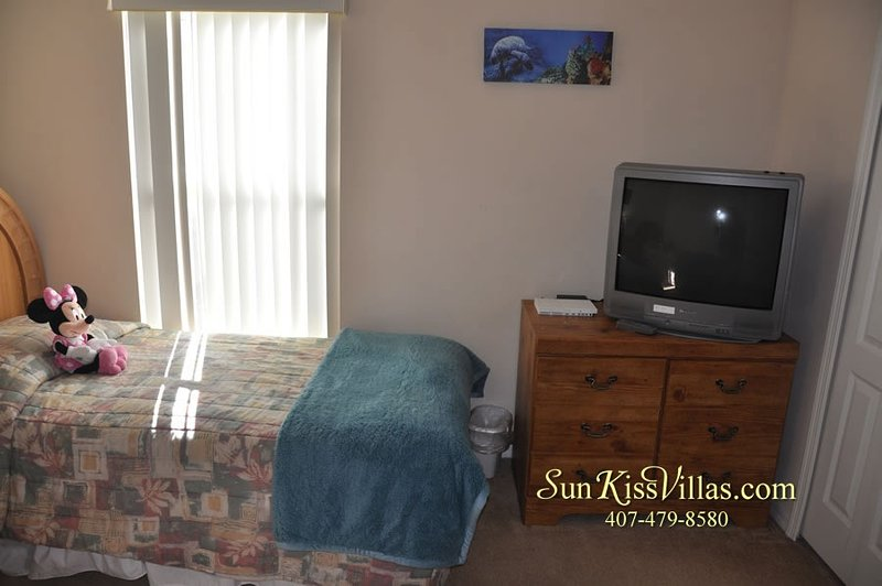 Screen,Furniture,Indoors,Bedroom,Room
