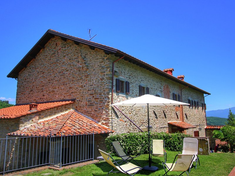 Beautiful country, lovely views over the Tuscan countryside, private pool, holiday rental in Quota