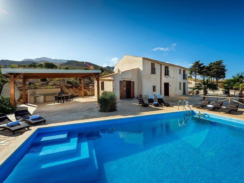 Stunning Villa in Castellammare del Golfo with Swimming Pool, holiday rental in Villaggio Sporting