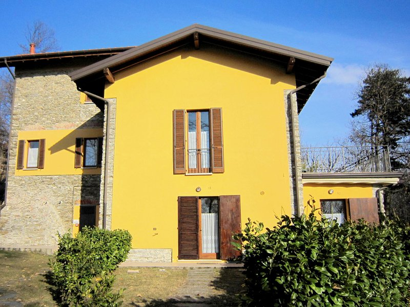 unique holiday experience in the greenery and near the lake, holiday rental in Verbania