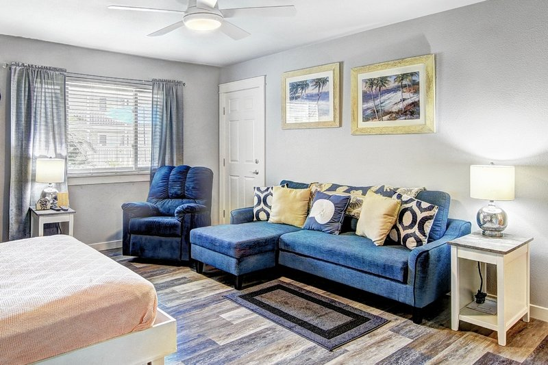 Furniture,Couch,Ceiling Fan,Rug,Room