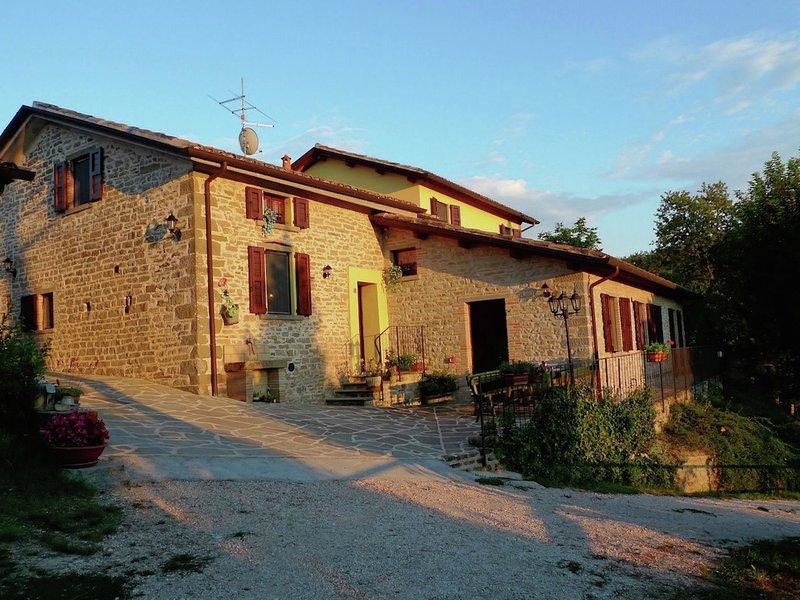 Stone country house in Marche with pool, location de vacances à Serravalle di Carda
