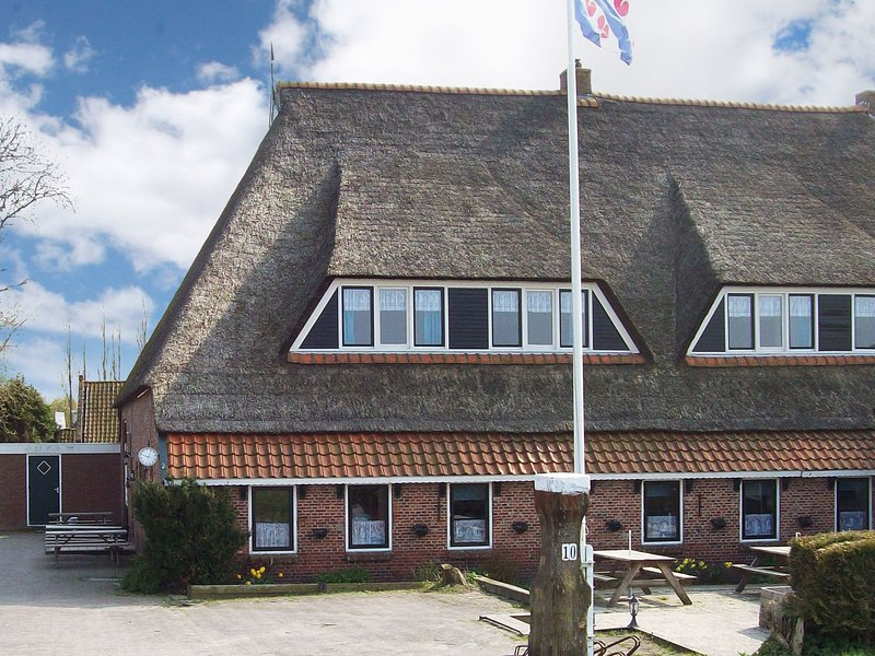 Modern Farmhouse in Friesland by the Sea, holiday rental in Nes