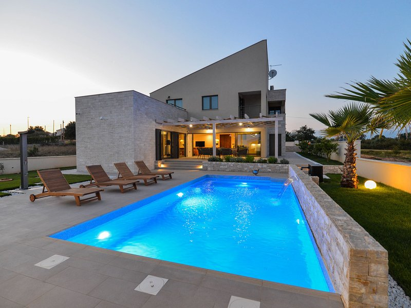 Splendid villa with private, heatable pool, big roofed terrace, outdoor kitchen, vacation rental in Policnik