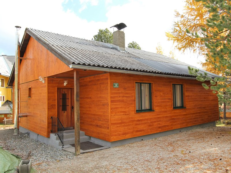 Sunlit Cabin with Jacuzzi in Turracherhohe, Ferienwohnung in Turracher Höhe