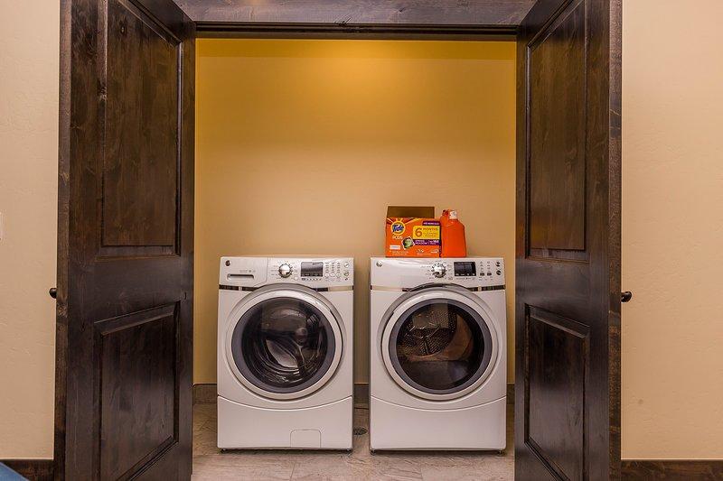 Dryer,Washer,Flooring,Indoors