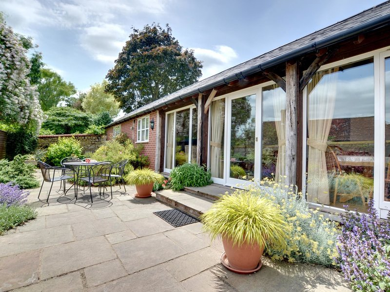 Spacious Holiday Home in Aylesford Kent with Private Parking, casa vacanza a East Farleigh