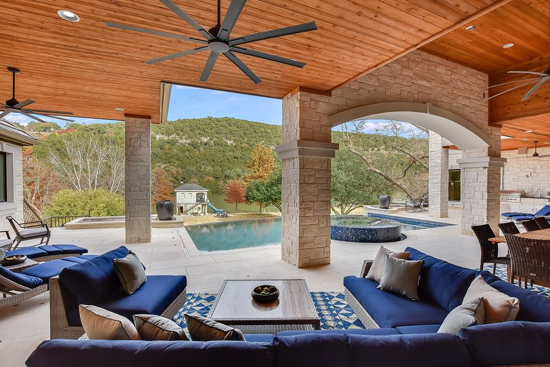 THE ABOVE RIDGEVIEW ESTATE ON LAKE AUSTIN, holiday rental in West Lake Hills