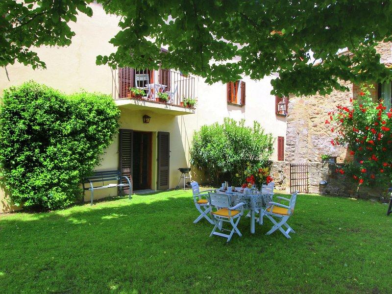 Cozy Holiday Home with Garden in Pergine Valdarno, holiday rental in Malafrasca - San Frustino