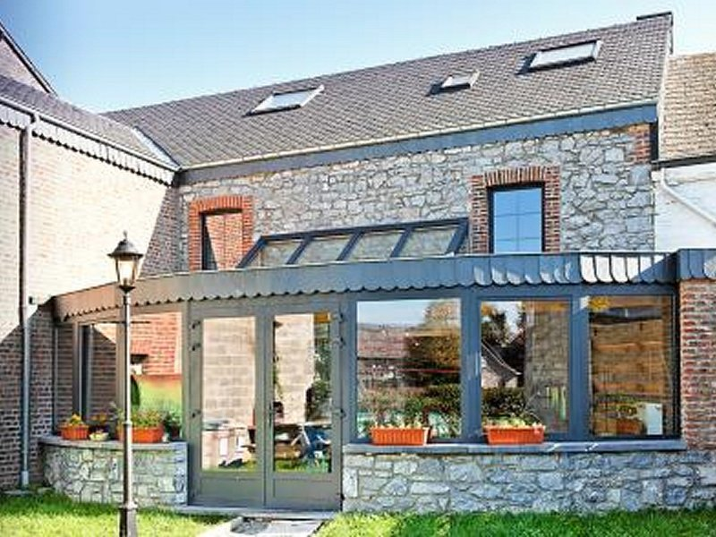 Modern Cottage in Rochefort with Private Garden, holiday rental in Resteigne
