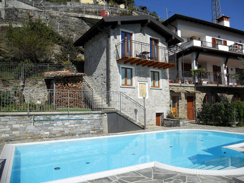 Modern Holiday Home with Swimming Pool in Gravedona, Ferienwohnung in Gravedona