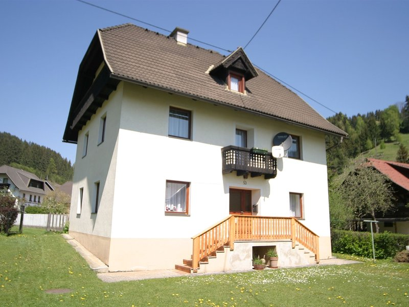 Centrally located private house in a quiet unspoilt village, location de vacances à Sirnitz-Sonnseite