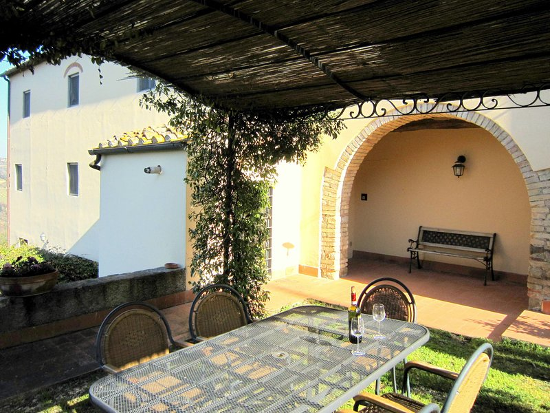 Cozy apartment in a farmhouse with swimming pool, in the Chianti area, holiday rental in San Pancrazio