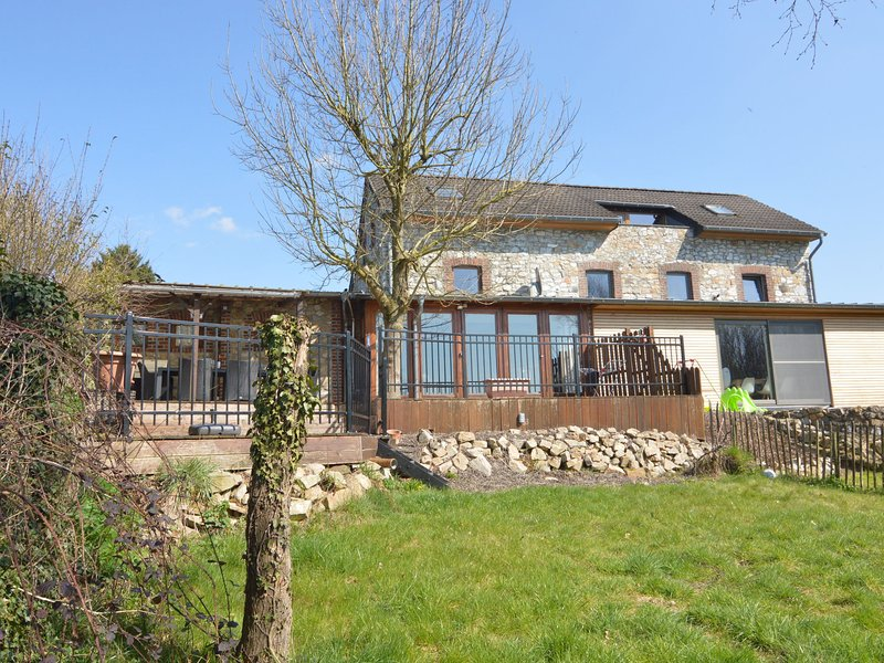 Immaculate holiday home, a base camp for countless trips and 15 km from Aachen, vacation rental in Henri-Chapelle