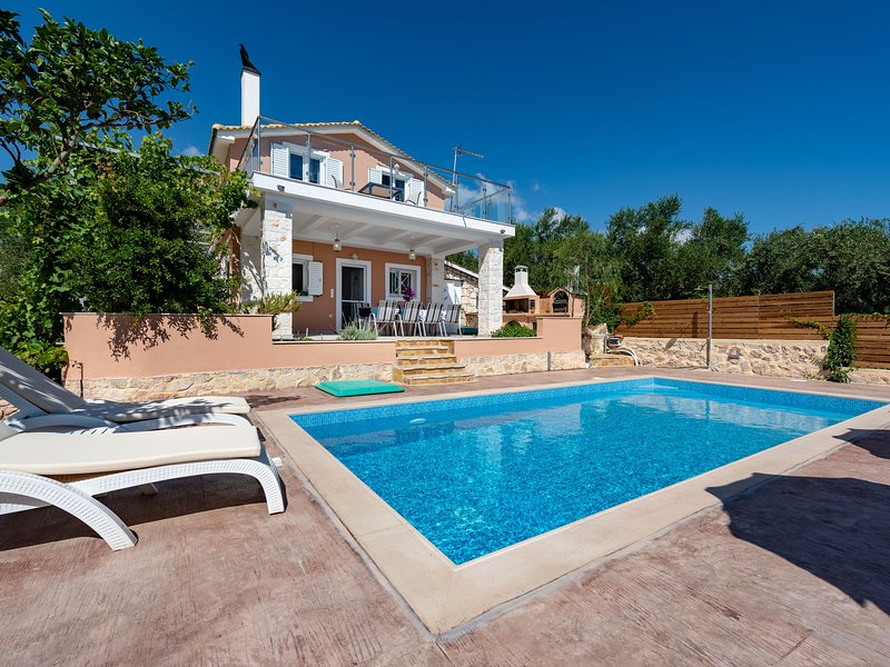 Beautiful house with private pool, privacy and sea view, near Zakynthos town, holiday rental in Lagopodo
