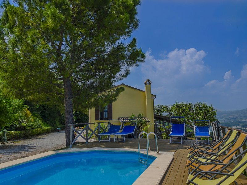 Beautiful Holiday Home in Marche with pool and garden, holiday rental in Piane di Falerone
