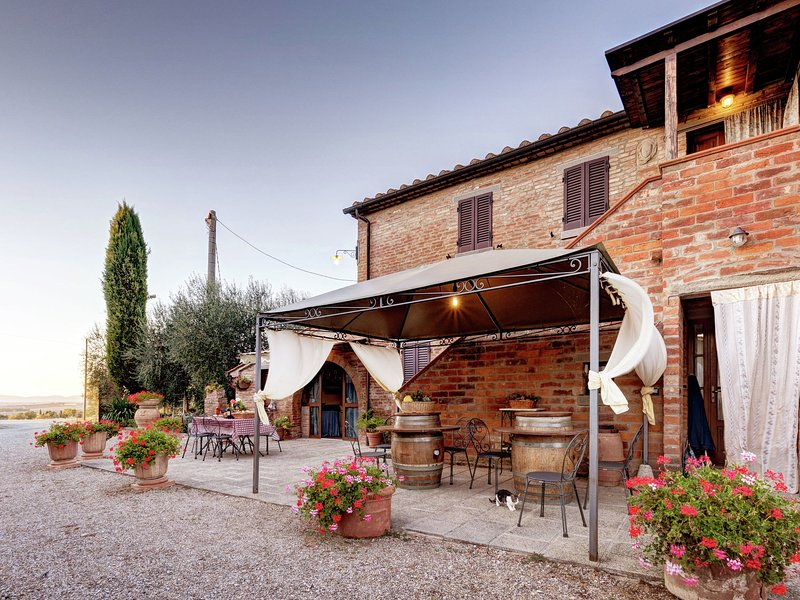 Peaceful Villa in Cortona with Private Pool, vacation rental in Creti