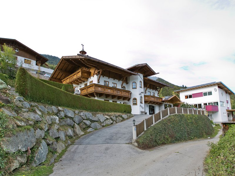 Spacious Apartment in Wenns near Ski Area, vacation rental in Tarrenz