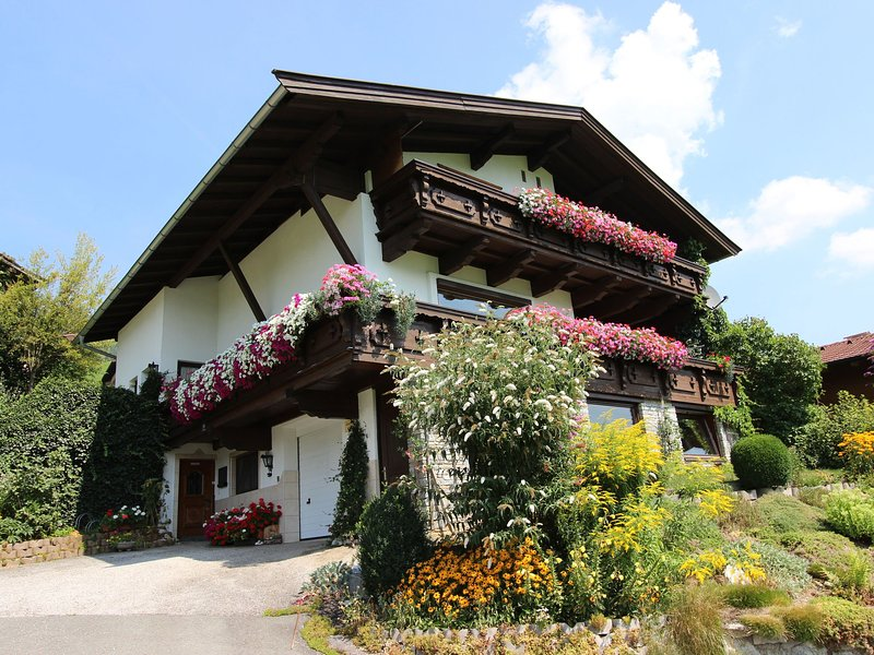 Boutique Apartment in Tyrol with Balcony, holiday rental in Brixen im Thale