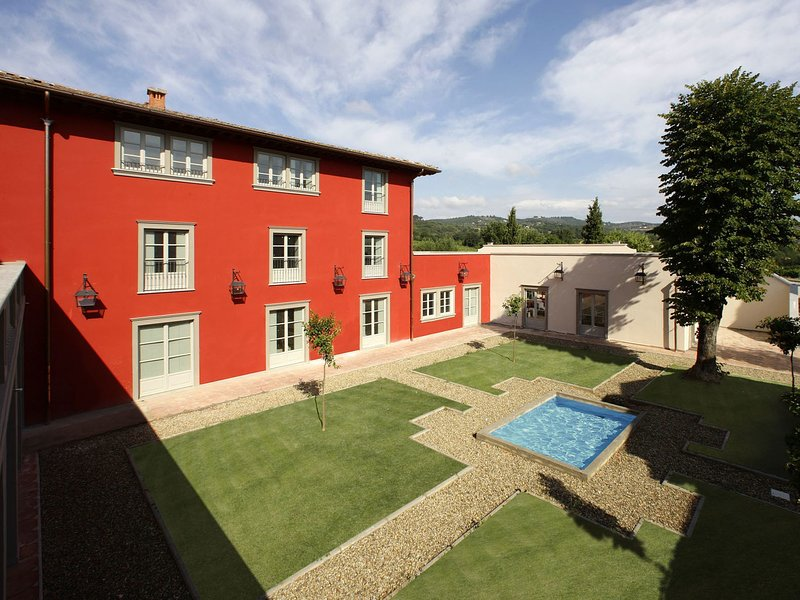 Modern Holiday Home in Rignano sull'Arno with Swimming Pool, holiday rental in Leccio