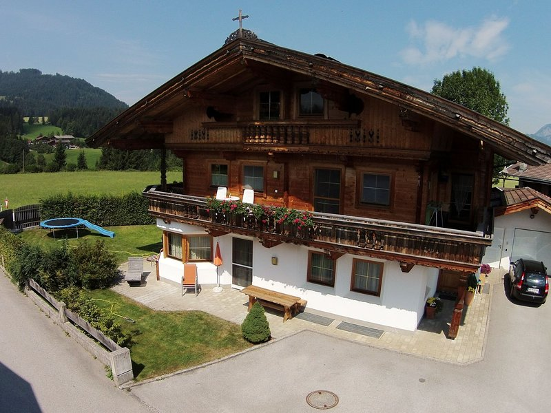 Spacious Apartment with Garden near Ski Area in Tyrol, holiday rental in Kelchsau