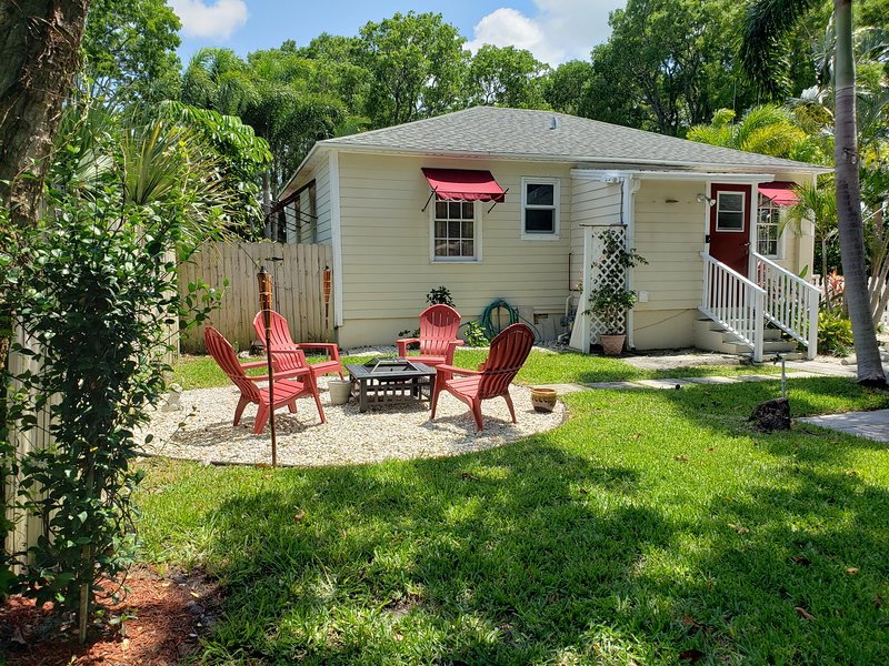 5 Mins to Airport, Convention Center, & Downtown Action!, alquiler vacacional en Lake Worth