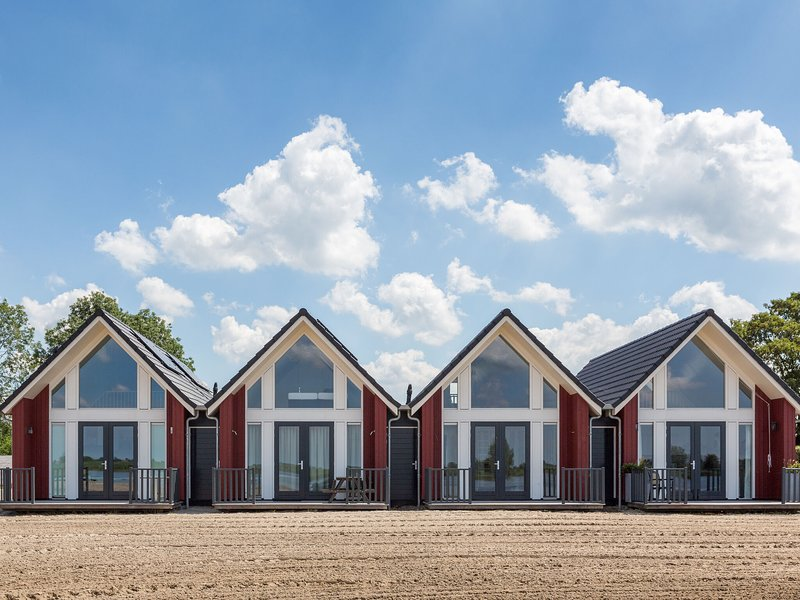 Modern holiday home with a microwave, Tjeukermeer at 5 km., vacation rental in Oudehaske