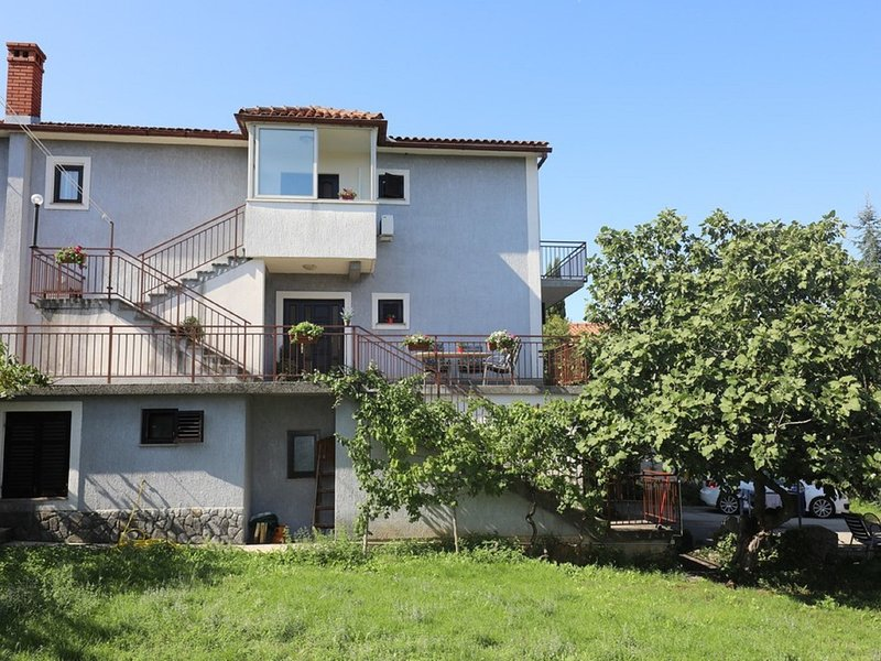 Comfortable apartment with terrace,300 m distant from the beach !, vacation rental in Zidarici