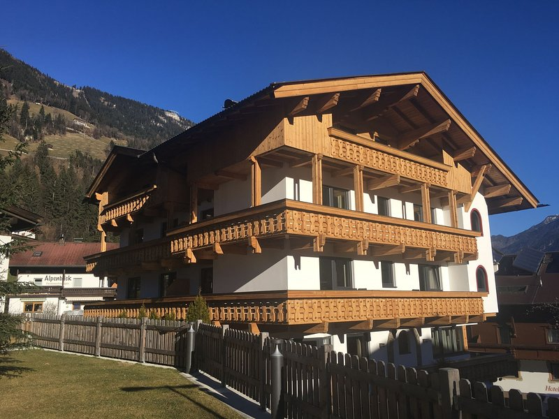 Luxury apartment in Tyrol near the ski lift and near Mayrhofen, holiday rental in Finkenberg