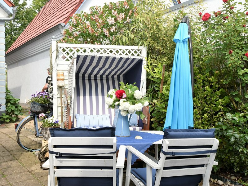 Spacious Apartment in Warnemünde Germany with Barbeque, location de vacances à Warnemnde