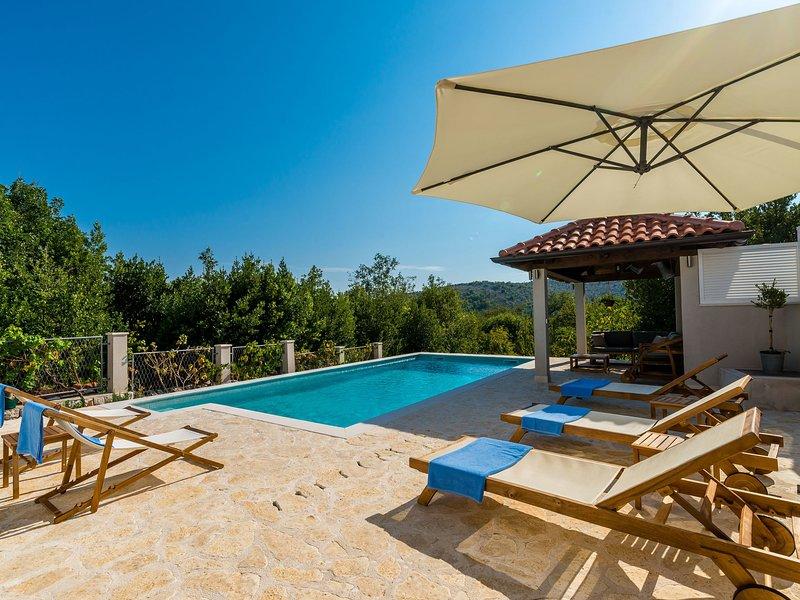 Spacious Holiday home Doli Dalmatia in Dubrovnik, Croatia with Garden, holiday rental in Kobas